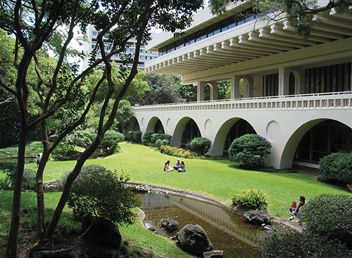 A serene afternoon at the East-West Center's Japanese garden